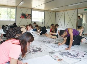 [Regional Arts class] The second step in Neputa painting is inking.