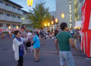 留学生が盆踊りを楽しみました